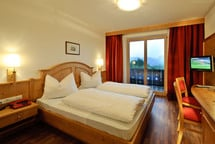 Welcome to the St. Justina Hof Hotel in St. Pauls, in the municipality of Eppan